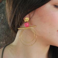 Σκουλαρίκια με χρυσά μεταλλικά στοιχεία και ροζ χάντρα